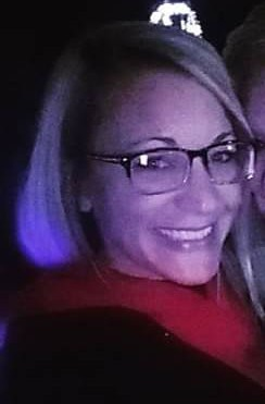 Person who Posted Photos of Mindy Murray & young daughter